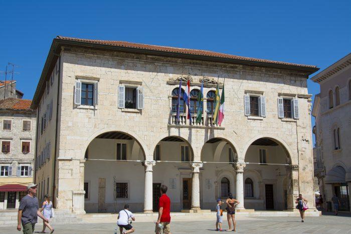 town hall pula kroatien