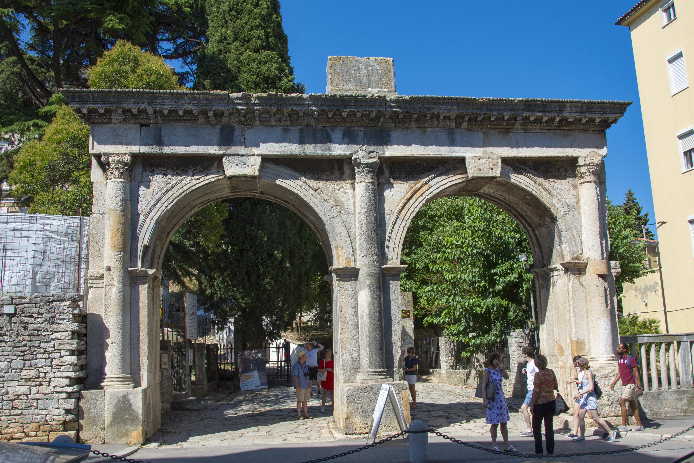 twin gates pula kroatien