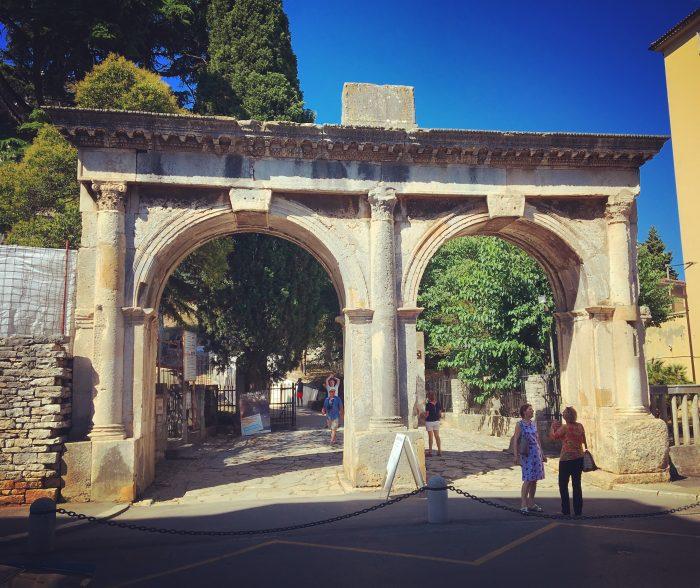 best nine 2017 twin gates pula