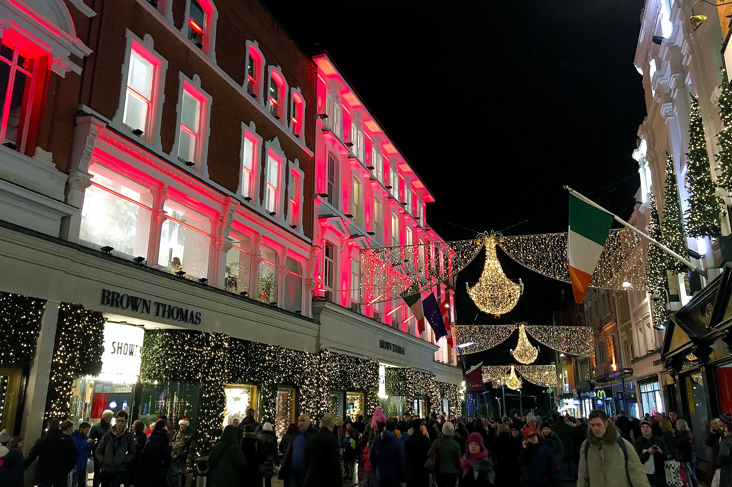 Ett julpyntat Dublin Grafton Street