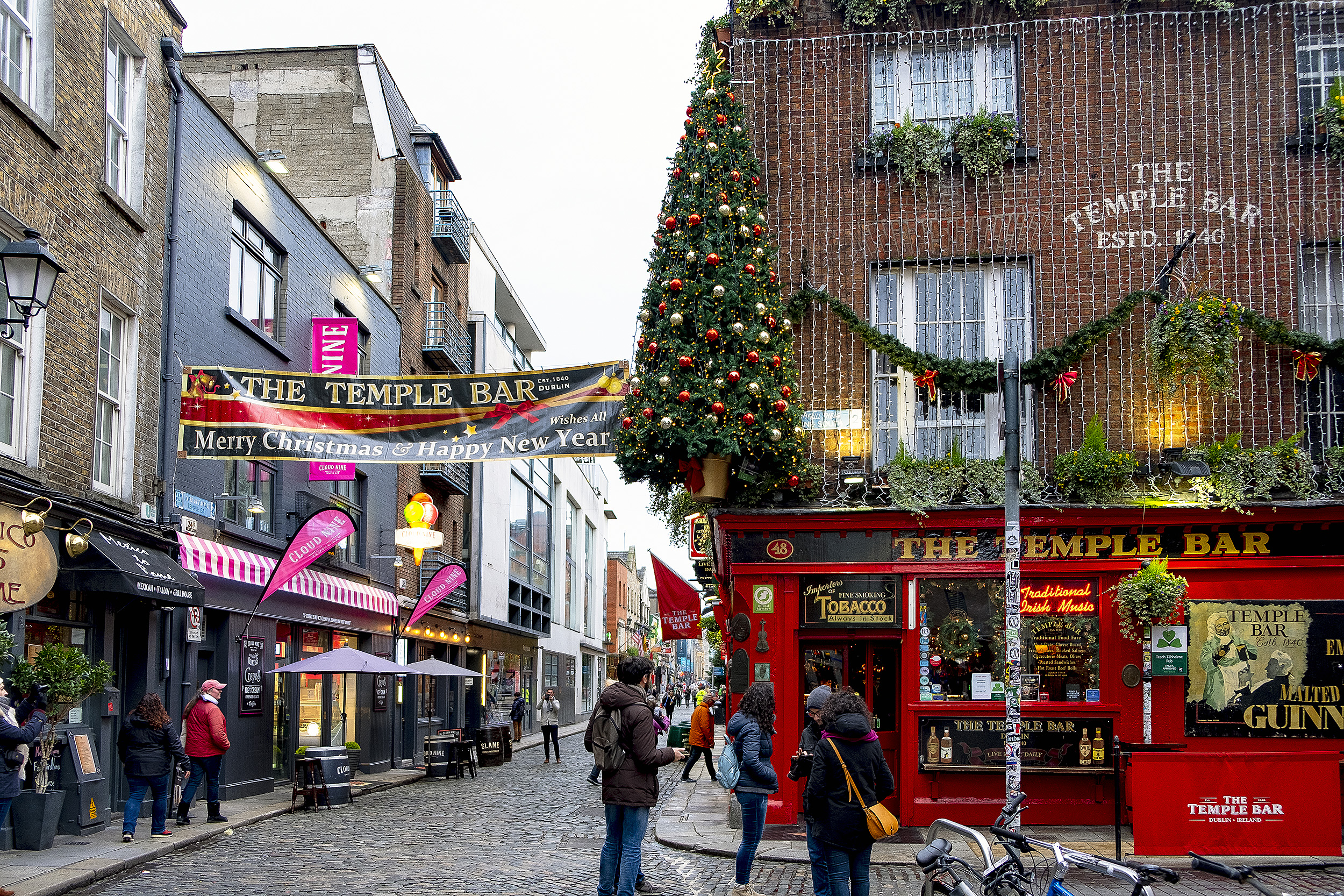 Ett julpyntat Dublin The Temple Bar