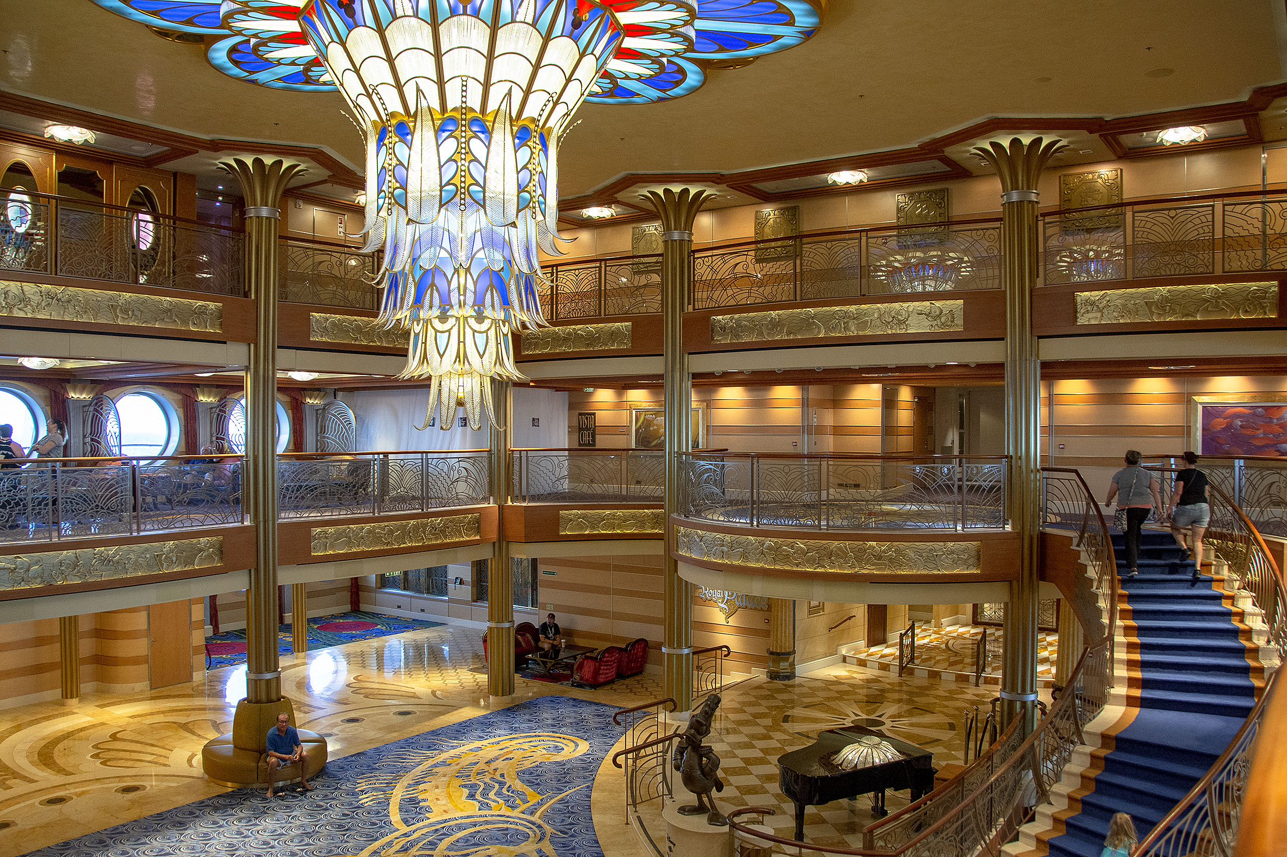 atrium disney dream disneykryssning