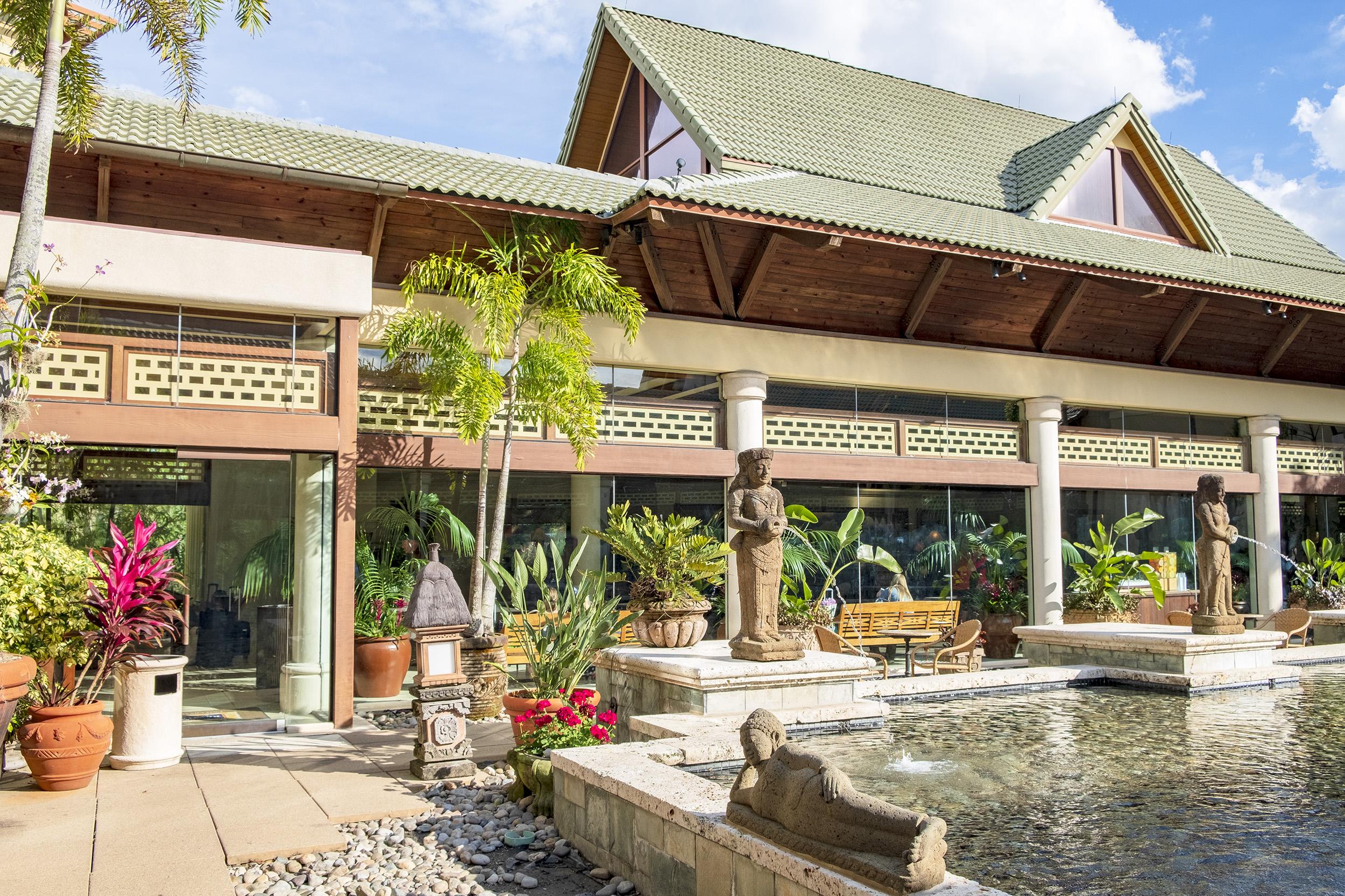 Loews Royal Pacific Resort Universal Orlando Inner Court