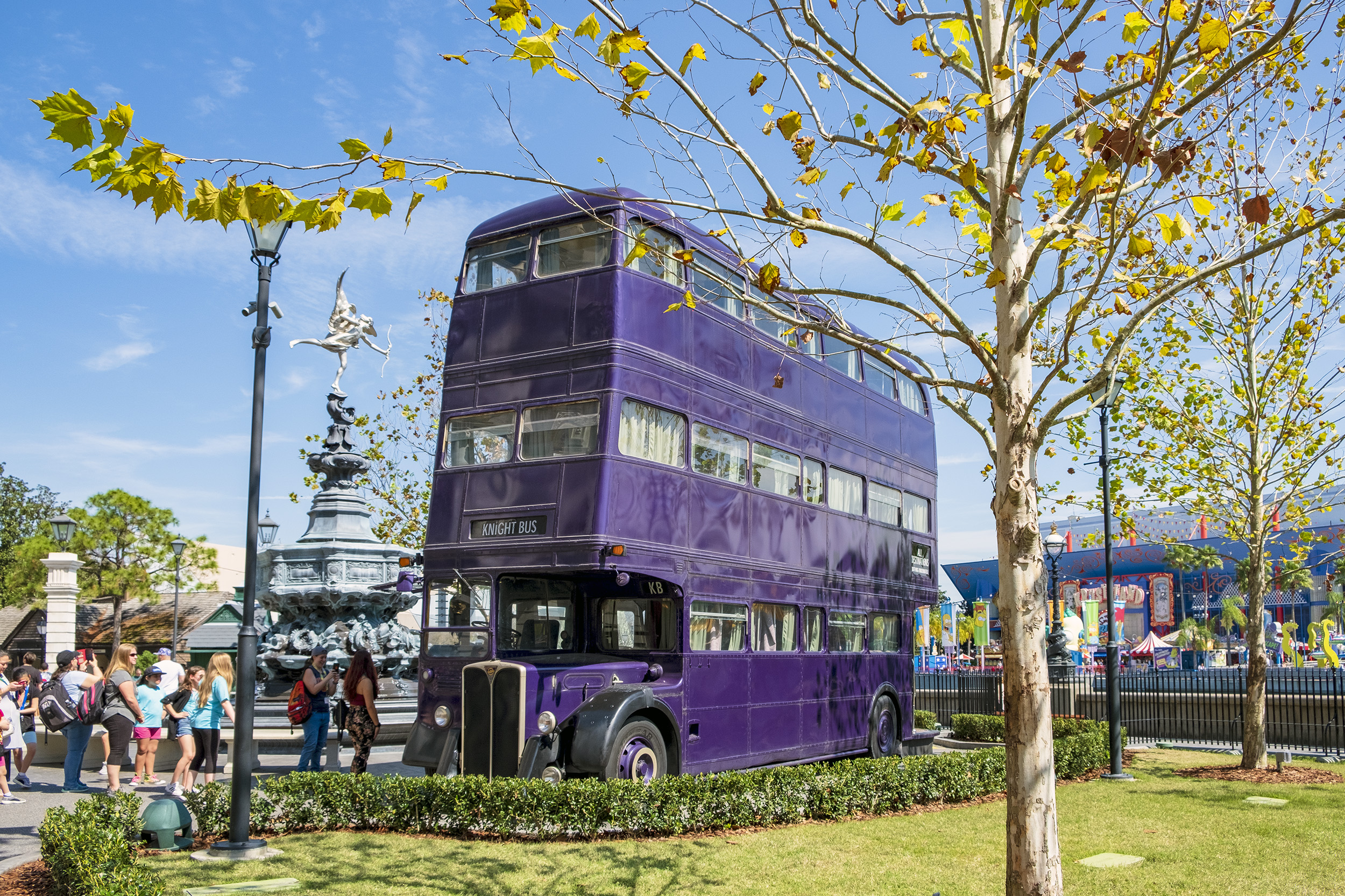 The Knight Bus utanför Diagon Alley. The Wizarding World of Harry Potter