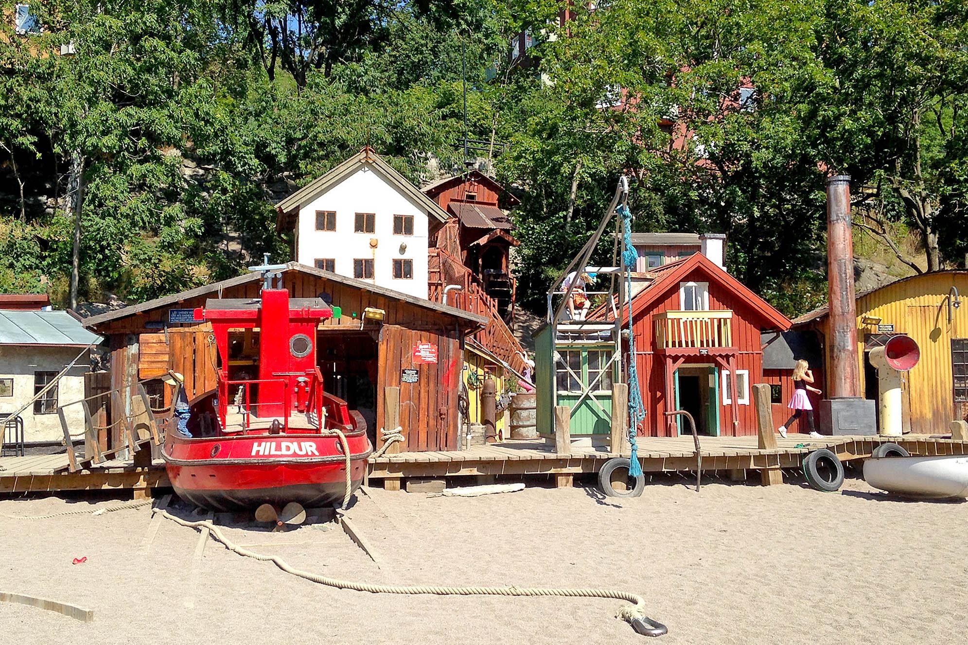 Anders Franzéns park i Hammarby sjöstad. Stockholms bästa lekplatser.