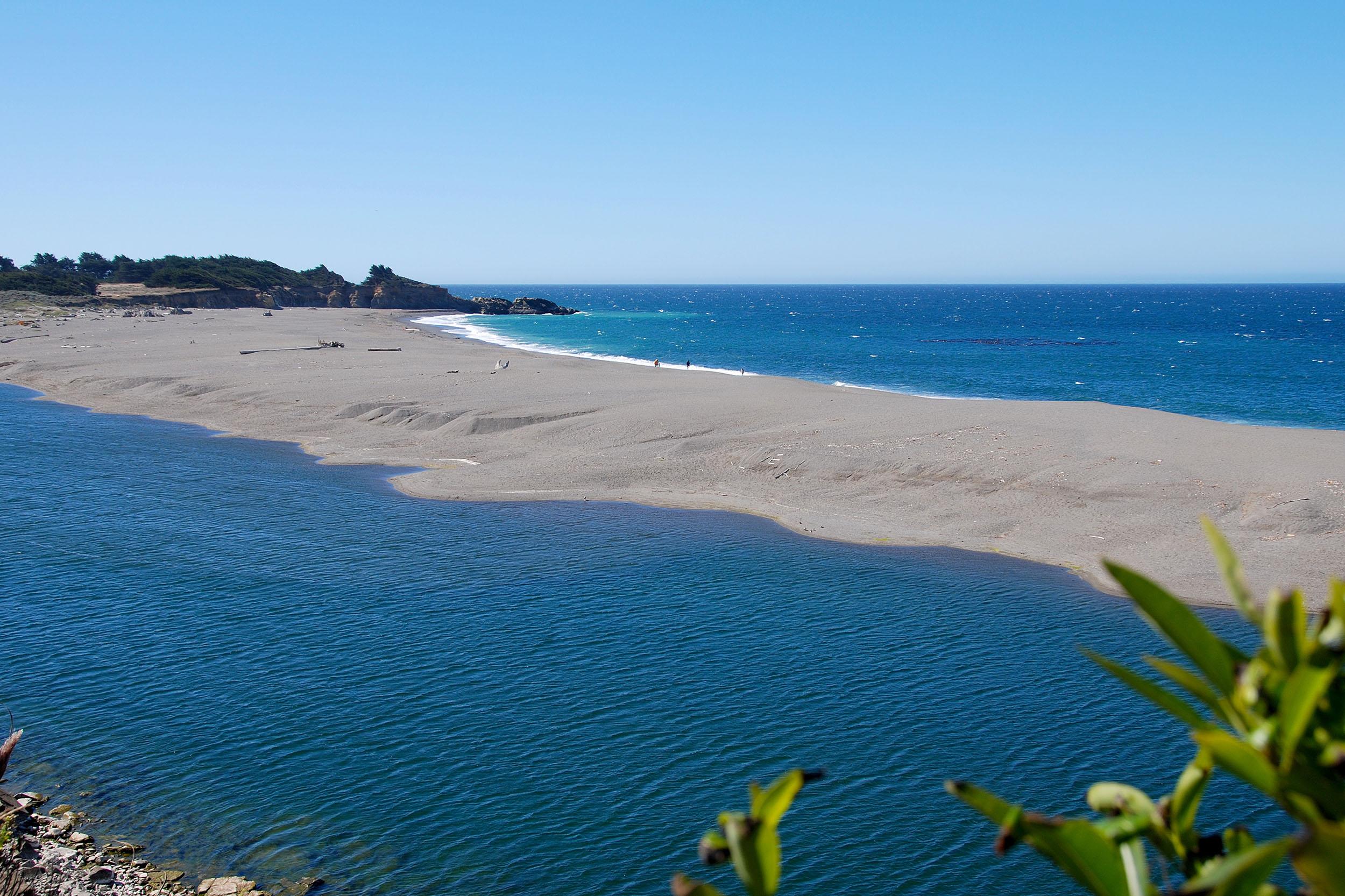 Gualala River och Stilla Havet