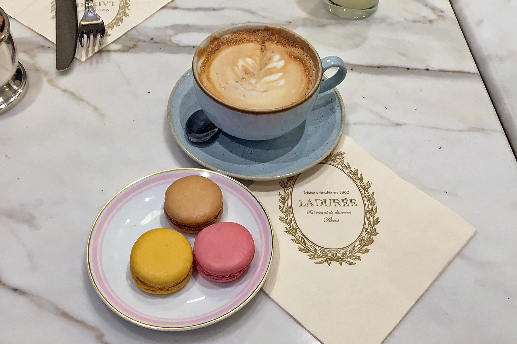 Macarons på Ladurée i Dublin. Matställen i Dublin.